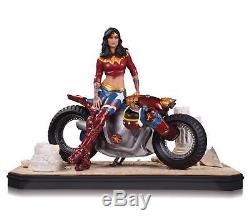 DC Comics Gotham City Garage Wonder Woman Statue