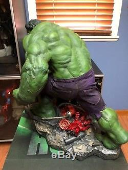 Sideshow Collectibles Incredible Hulk Premium Format Exclusive Statue Marvel