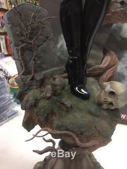 Sideshow VAMPIRELLA Premium format figure Statue #0097/2000 withShipper
